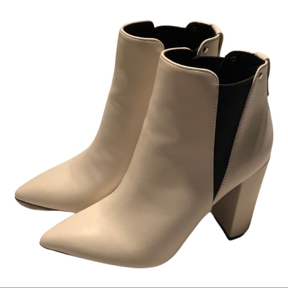Shoes - NEW white booties
